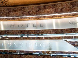 hlavní recepce hotelu Grandium Prague -nadpis nad recepcí