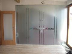 skleněné posuvné dveře do koupelny